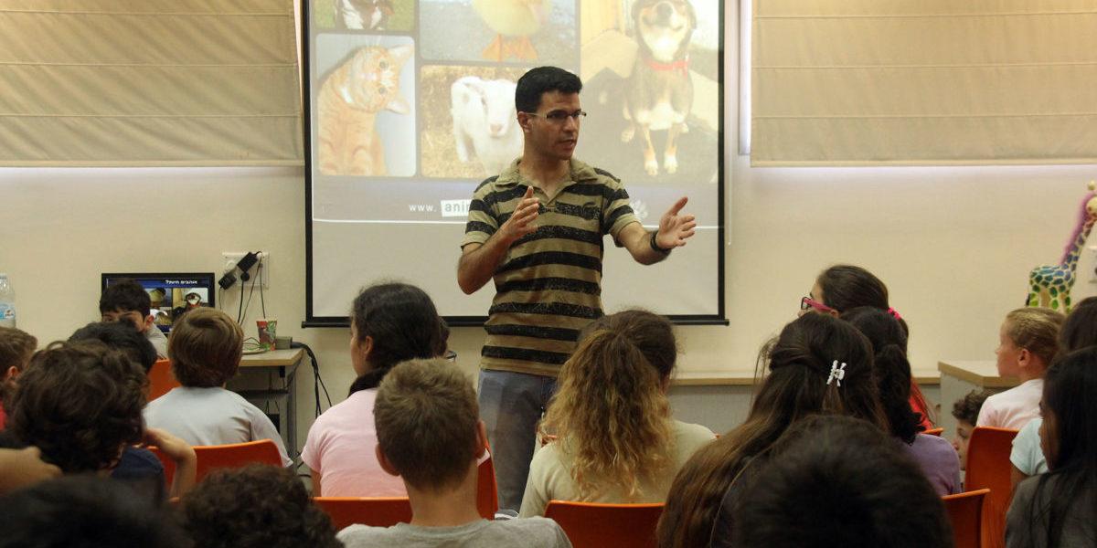 הרצאה על זכויות בעלי חיים לתלמידים